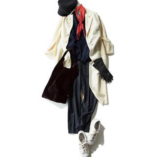 ドラマティックに着映える 白コートをコーデの主役に。