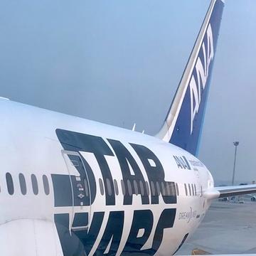 ANA スターウォーズJET で日本へ
