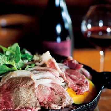 3.自家栽培の飼料で育てる 羊肉をワインとともに ひつじや