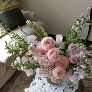 満開のこでまりと桜と春のお花の投げ入れブーケ